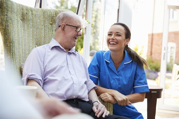 How Being in Memory Care Benefits Older People with Dementia